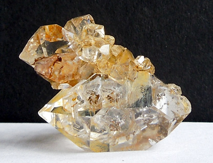 Cluster of 10 crystals.
