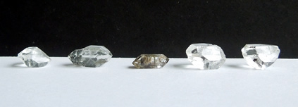 Image of 5 of the 10 raw crystals in the lot.