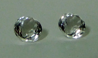 Image of round cut accent stones.