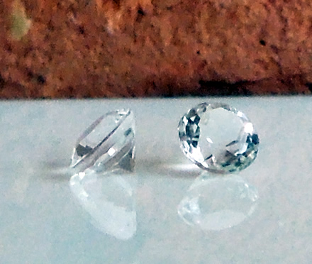 Round Cut Accent Gemstones